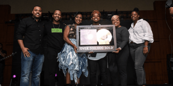 Travis-Greene-receives-gold-plaque-for-sing-intentional-660×330